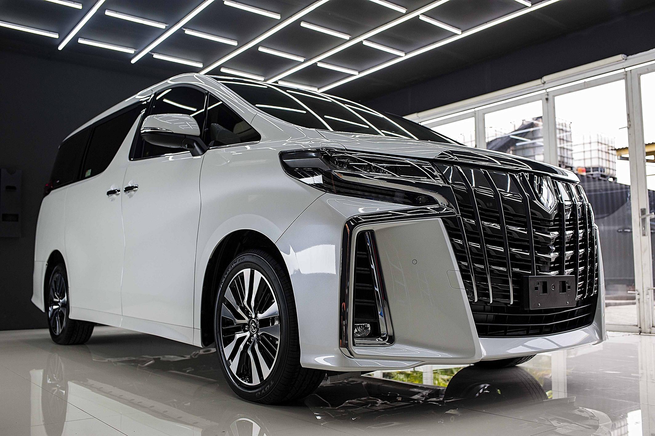 Toyota Alphard for Full CarPro treatment