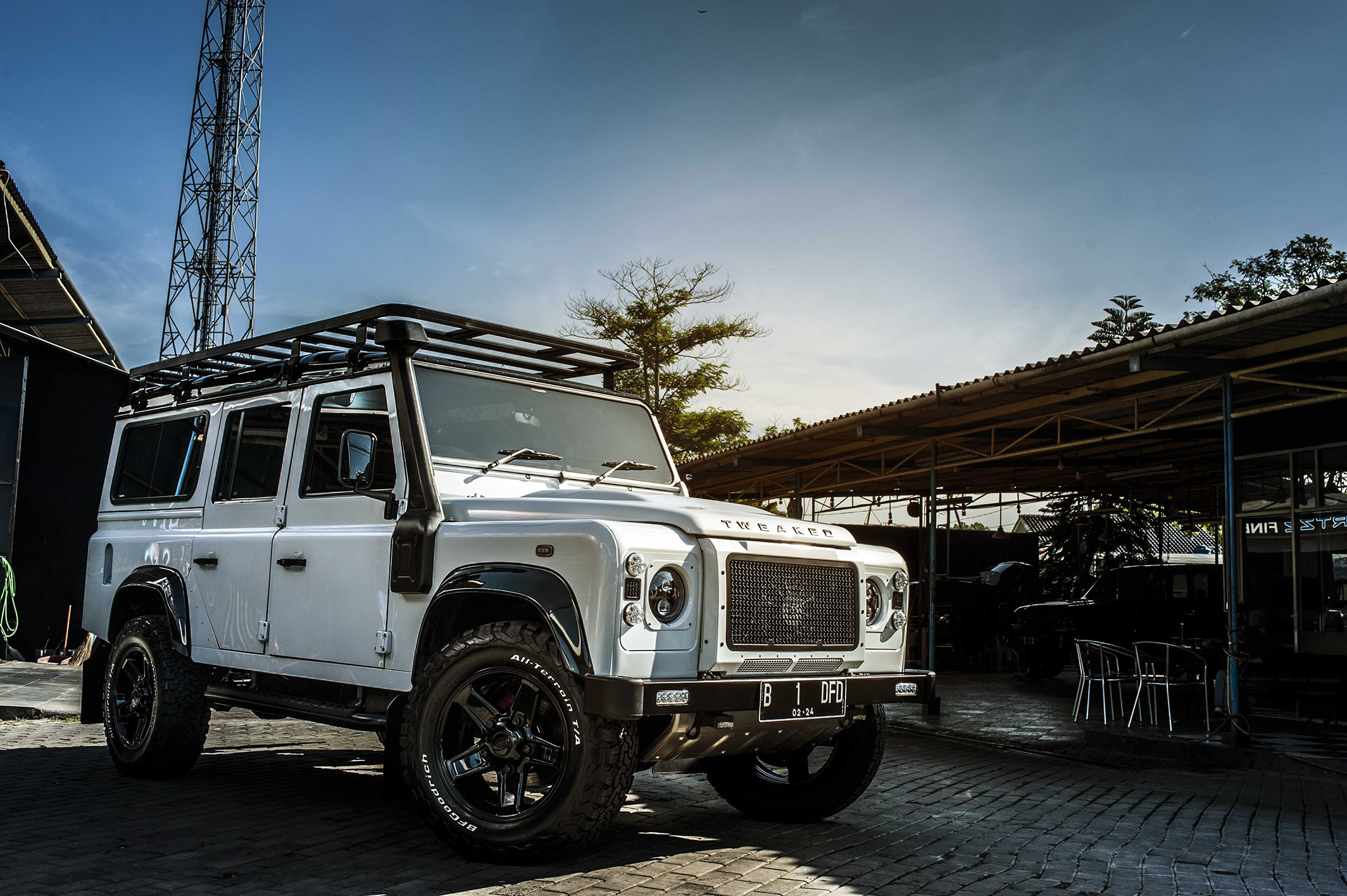 Land Rover Tweaked with Cquartz Finest triple layers
